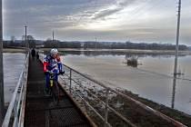 Zaplavená silnice  Lukavicemi a Bohuslavicemi na Šumpersku. 23. února 2017