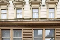 """Okno s """"klimatizací"""" v Národním domě."""