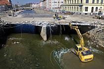 Začátek demolice mostu na Masarykově třídě v Olomouci. 6. dubna 2020