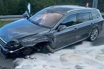 Řidič Passatu na D35 havaroval s téměř 2 promile v krvi a zničil si auto.