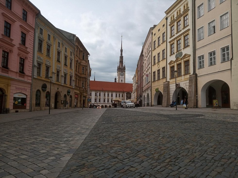 Filmová místa v Olomouci. Pohled z Dolního náměstí na radnici