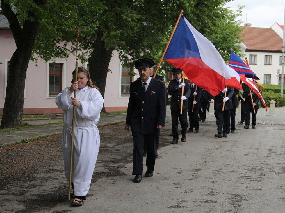 V Dubu nad Moravou na Olomoucku se v sobotu 3. května konala velká sláva, tradiční Hanácká hasičská pouť. Letos se v obci hasiči sešli už posedmé.