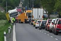 Porouchaný kamion zkomplikoval řidičům cestu mezi Šternberkem a Olomoucí