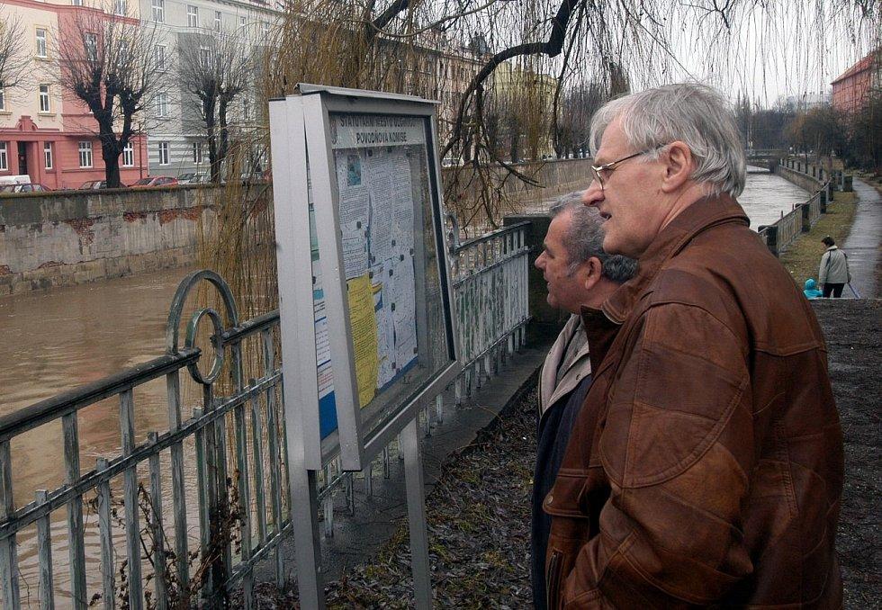 29. března 2006. Povodňová nástěnka v Olomouci