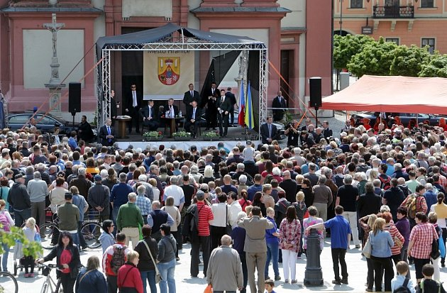 Prezident Zeman na Masarykově náměstí vHranicích