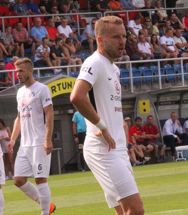 Michal Kadlec. Slovácko (v bílých dresech) proti Sigmě Olomouc