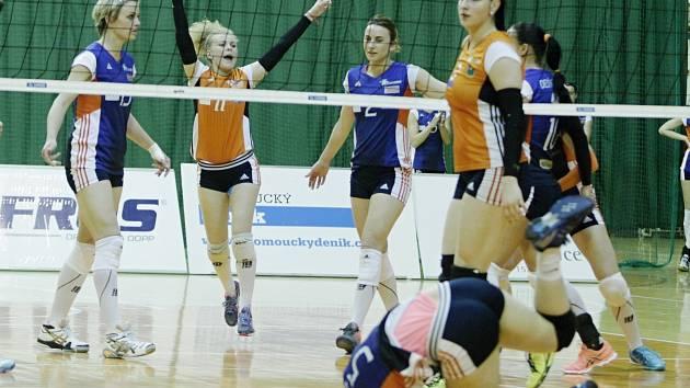 Olomoucké volejbalistky (v modrém) proti Štrenberku. Ilustrační foto