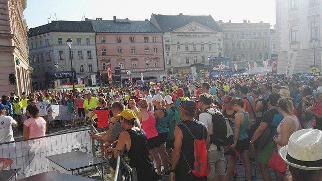 Atmosféra na startu olomouckého půlmaratonu.