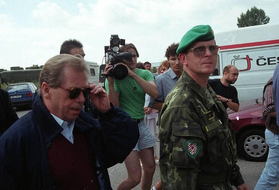 Olomouc, 10. července 1997. Prezident Havel na návštěvě v zatopeném městě