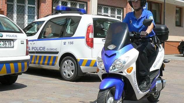 Elektroskůtr ve službách olomoucké městské policie