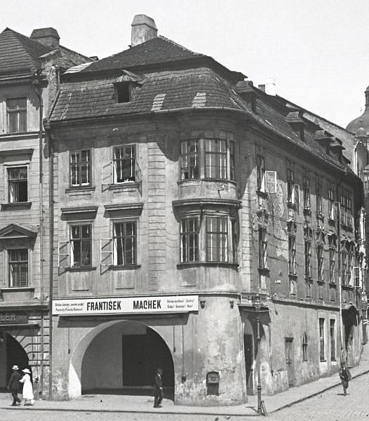 Víte kde stojí dům na dobovém snímku?