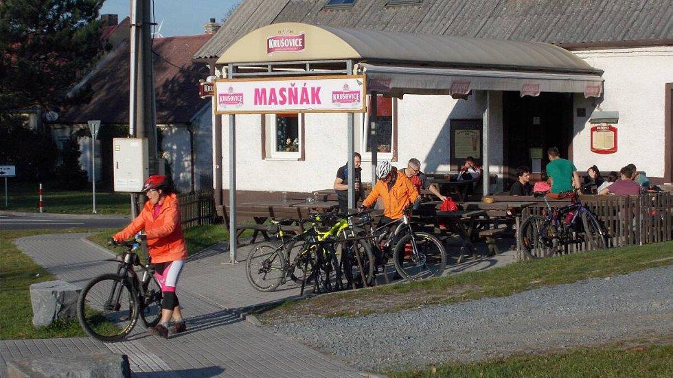 Masné krámy v Jívové v říjnu 2019. Populární zastávka cyklistů i běžkařů