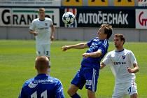 Fotbalisté Sigmy Olomouc B (v modrém) proti rezervě Baníku Ostrava