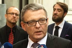 Ministr Lubomír Zaorálek v Olomouci - vpravo nový ředitel Muzea umění Olomouc Ondřej Zatloukal, vlevo jeho zástupce a bývalý ředitel instituce Michal Soukup