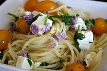 Špagety s cherry rajčaty a mozzarellou
