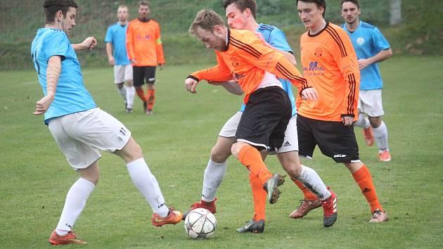 TJ Sokol Čechovice (v oranžovém) proti TJ Sokol Určice
