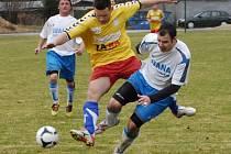 Litovel (ve žlutém) proti Oskavě