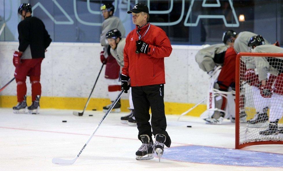 S kompletními šesti pětkami zahájili herní přípravu olomočtí hokejisté. K širšímu extraligovému kádru se ještě připojili tři útočníci na zkoušku Robin Soudek, Jan Eberle a Miroslav Holec.