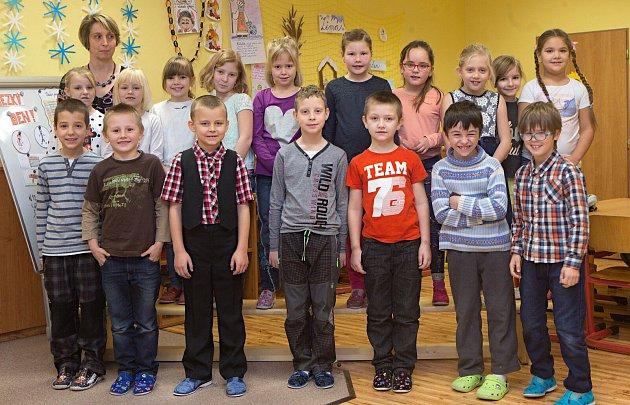 Žáci první třídy ZŠ Senice na Hané spaní učitelkou Janou Maitnerovou