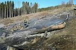 Hasiči během pondělí 6. dubna likvidovali požáry na devíti místech Olomouckého kraje. Požár u Bukovic.