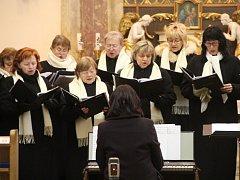 Smíšený pěvecký sbor Kantika v kostele svatého Františka z Assisi v Chudobíně