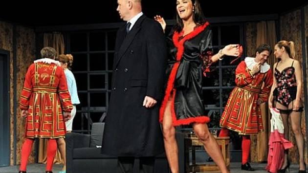 Vztahy na úrovni v podání Divadelní společnosti Háta
