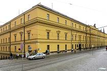 Hanácká kasárna při pohledu z náměstí Republiky v Olomouci