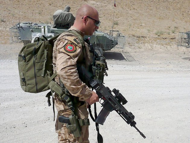 Afganistán – Otakar Hersch před výjezdem na patrolu.