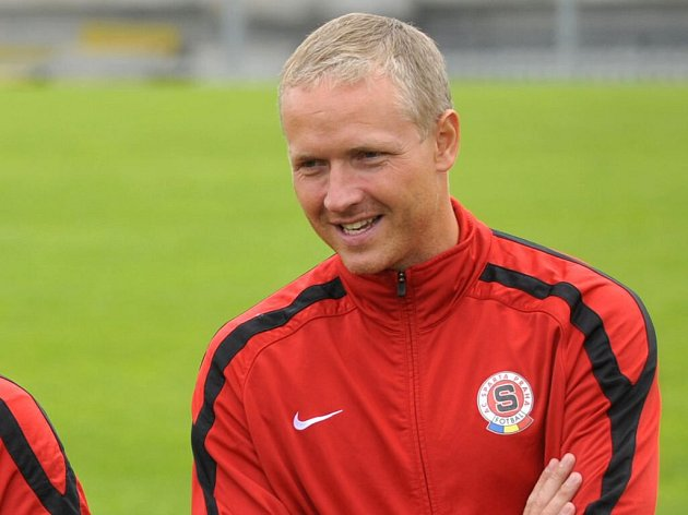 Václav Jílek jako asistent trenéra Sparty Vítězslava Lavičky v červnu 2012