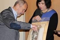 Primátor Přerova pokřtil nový kalendář města na příští rok.