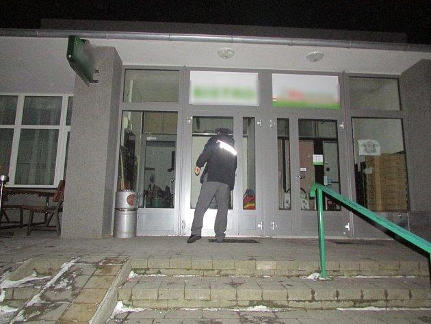 Policie kontrolovala v úterý případné nalévání alkoholu mladistvím v obcích na Olomoucku.