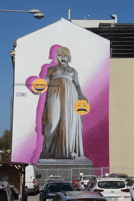 Nový murál na boku budovy Moravského divadla v centru Olomouce, 14. září 2021