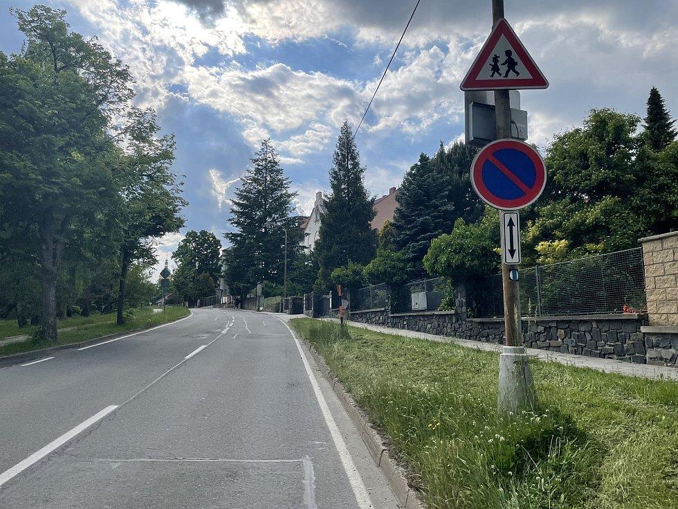 Dopravní situace u základní školy na Svatém Kopečku, ulice Dvorského, 10. června 2021