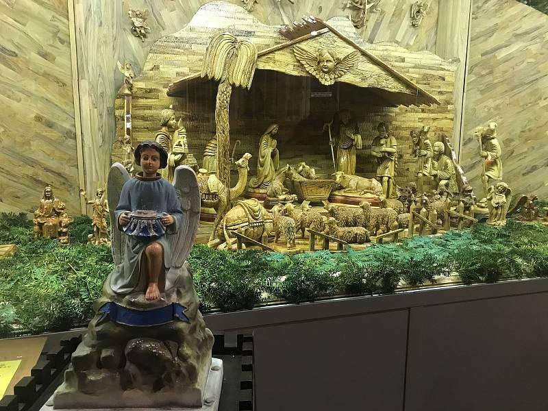Jesličky olomouckého kostela sv. Mořice vyřezávali řemeslníci z olivového dřeva. Hlavní část pochází z Izraele.