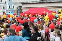 Nad Uničovem se dnes vznášelo 800 balonků