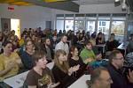 Zpěvák Dan Bárta přednáší na Přírodovědecké fakultě v Olomouci o úskalích tropické odontologie