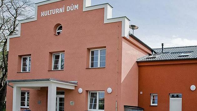 Opravený kulturní dům v Bohuňovicích