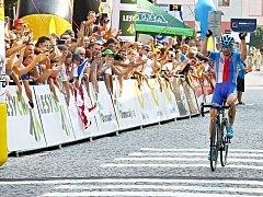 Leo König slaví v cíli třetí etapy Czech Cycling Tour ve Šternberku