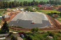 Stavba nového sportoviště v Dolanech