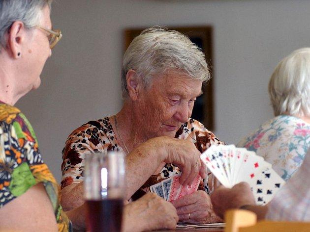Karetní partie v domově důchodců