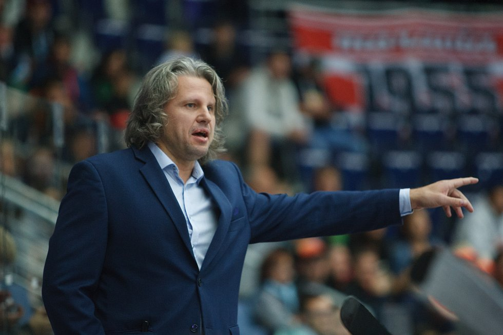 Utkání 8. kola hokejové extraligy mezi HC Bílí Tygři Liberec a HC Olomouc. Na snímku trenér HC Olomouc Jan Tomajko