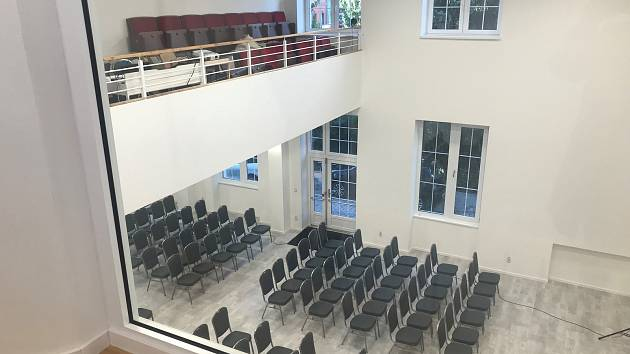 Bývalé olomoucké kino Lípa proměnil sbor Bratrské jednoty baptistů v multifunkční centrum. Bývalý promítací sál se zachovaným balkonem při pohledu z patra. Tam vznikly místnosti pro rodinné centrum