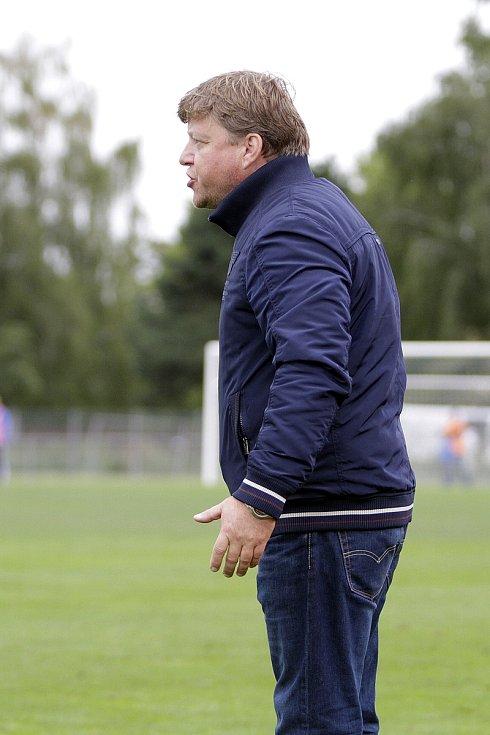 Fotbalisté Uničova remizovali s Rýmařovem (v bílém) 1:1Milan Furik, trenér Rýmařova