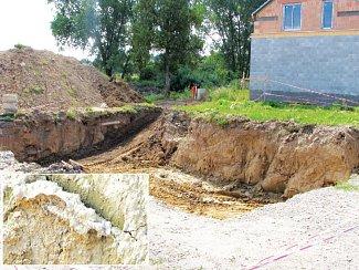 Při hloubení základů rodinných domů, které vyrůstají na místě bývalého hřbitova v Olomouci-Slavoníně, objevují stavebníci lidské pozůstatky