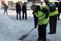 Při loňském úklidu sněhu v Olomouci povinně pomáhali nezaměstnaní v rámci tzv. veřejné služby