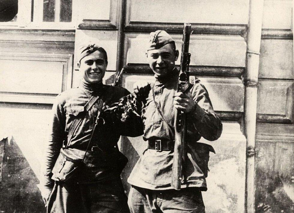 Rudoarmějci v Olomouci. Květen 1945