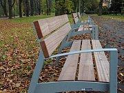 Bezručový sady s novými lavičkami