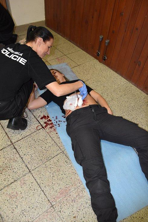 Na služebně Městské policie Olomouc proběhl kurz první pomoci pod záštitou Českého červeného kříže – oblastního spolku Olomouc