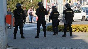 Policisté se v ulicích Olomouce připravují na rizikové utkání mezi Sigmou a Baníkem
