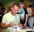 Martin Šindelář. Fotbalisté Sigmy navštívili malé pacienty na olomoucké onkologii